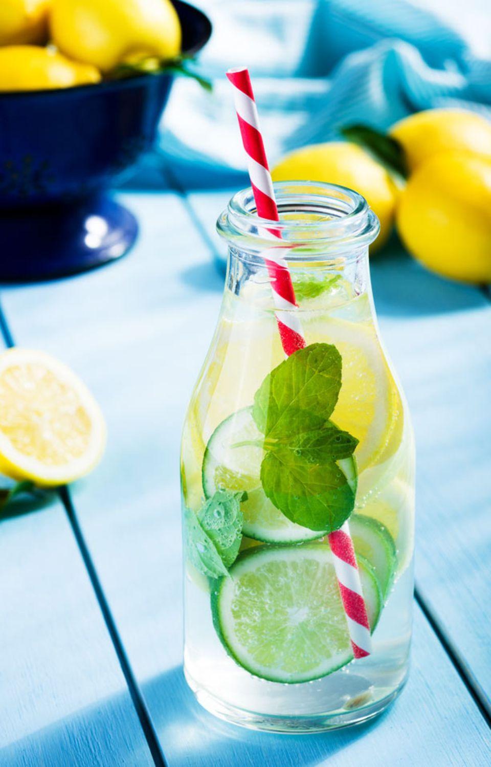 Herrlich erfrischendes Zitronen-Wasser!