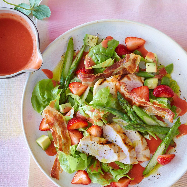 Grüner Spargel in Salaten