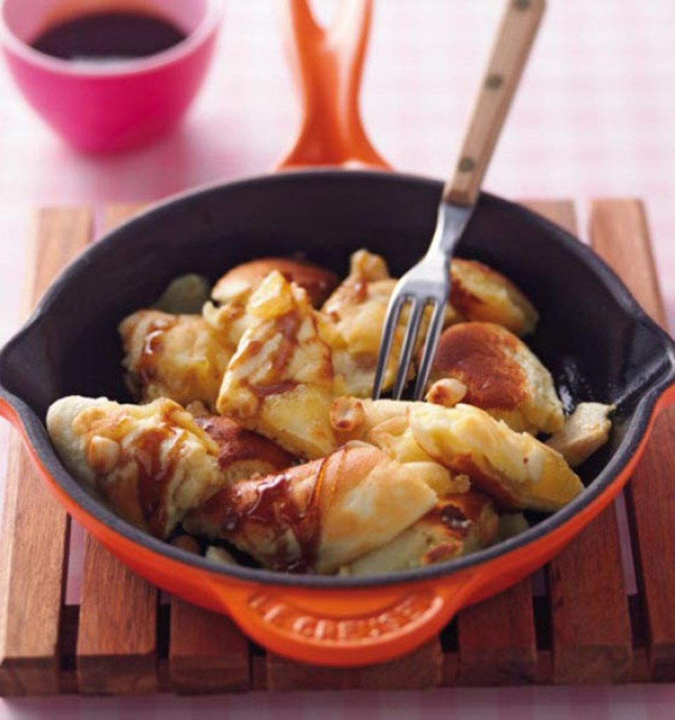 Köstliches aus den Alpen: Kaiserschmarrn wird traditionell in einer Pfanne gebacken