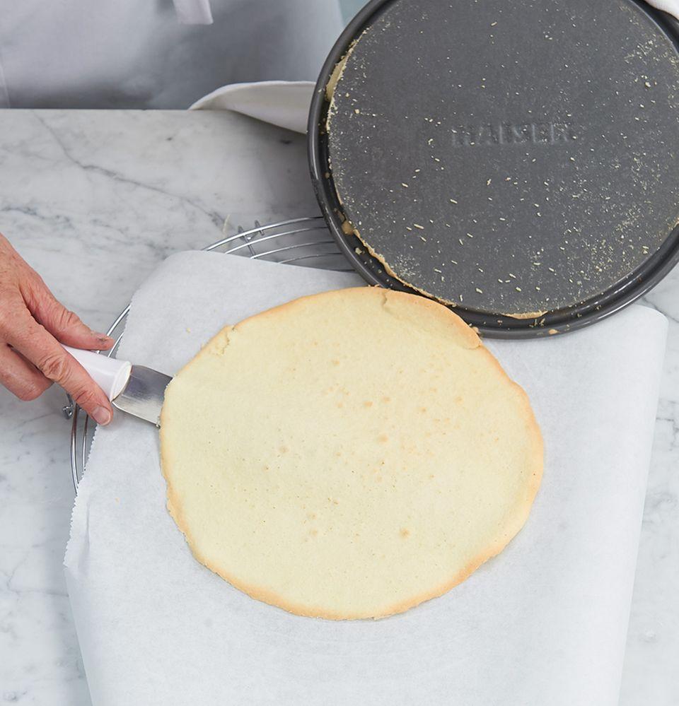 Kuchenboden von Springformboden lösen