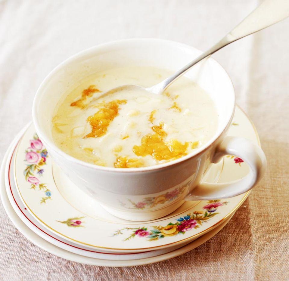 Buttermilch lässt sich unheimlich vielseitig in der Küche einsetzen, z. B. für eine süße Suppe