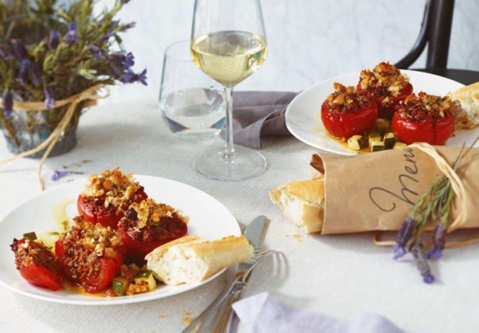 Provenzalisch gewürzt: Gefüllte Tomaten