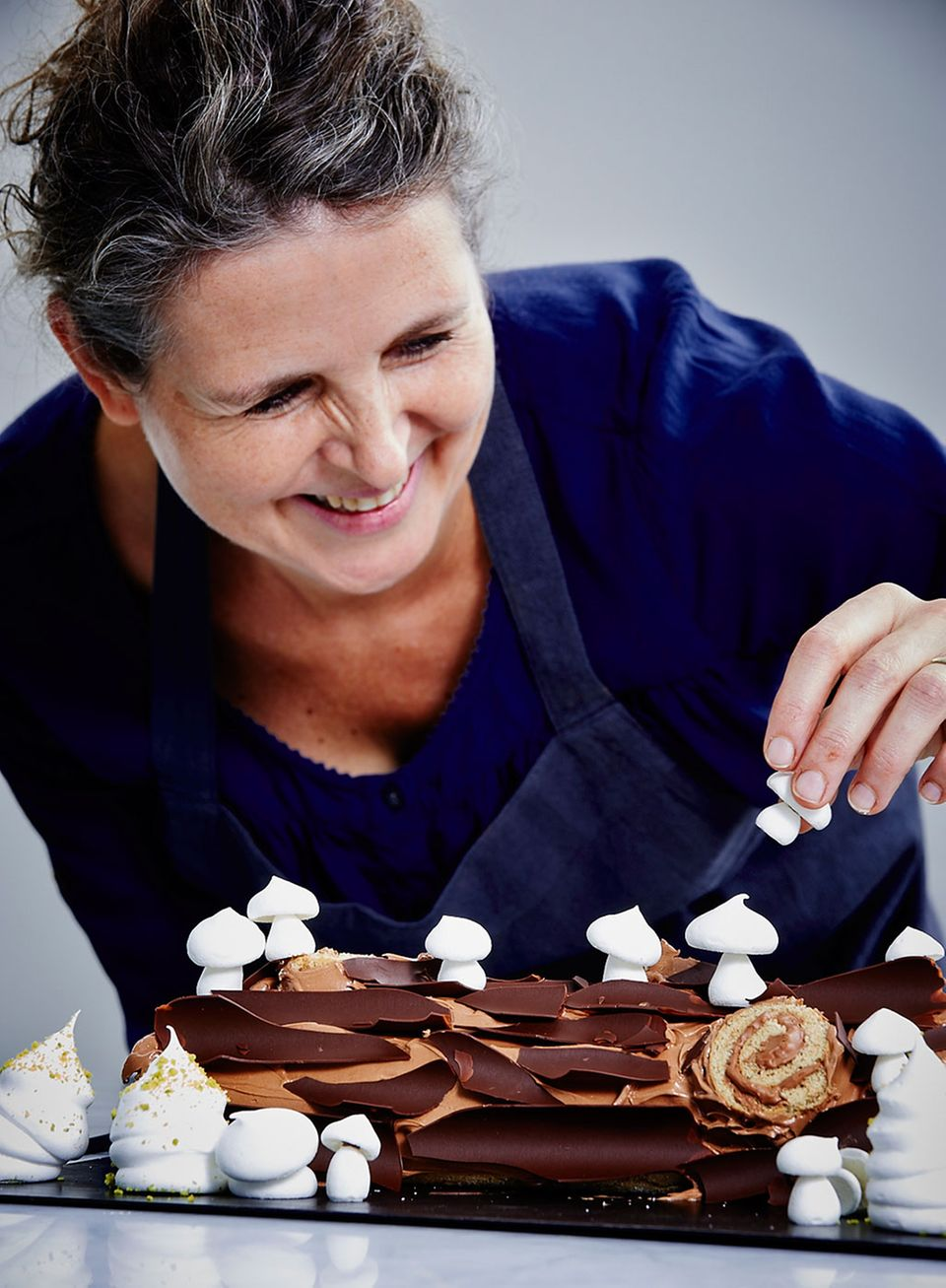 »e&t«-Backexpertin Hege Marie Köster hat große Freude beim Dekorieren