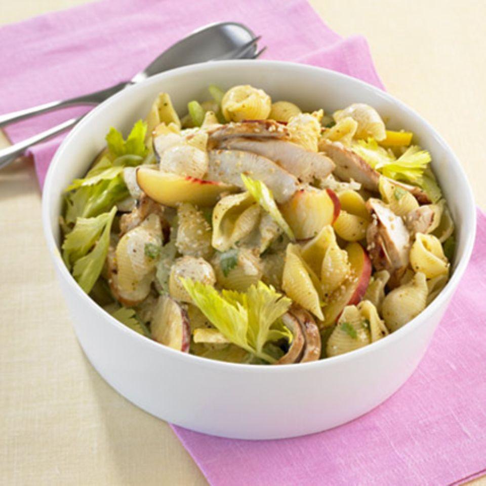 Scharfer Curry-Nudelsalat
