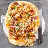Alpen-Pizza mit Pfifferlingen und Speck