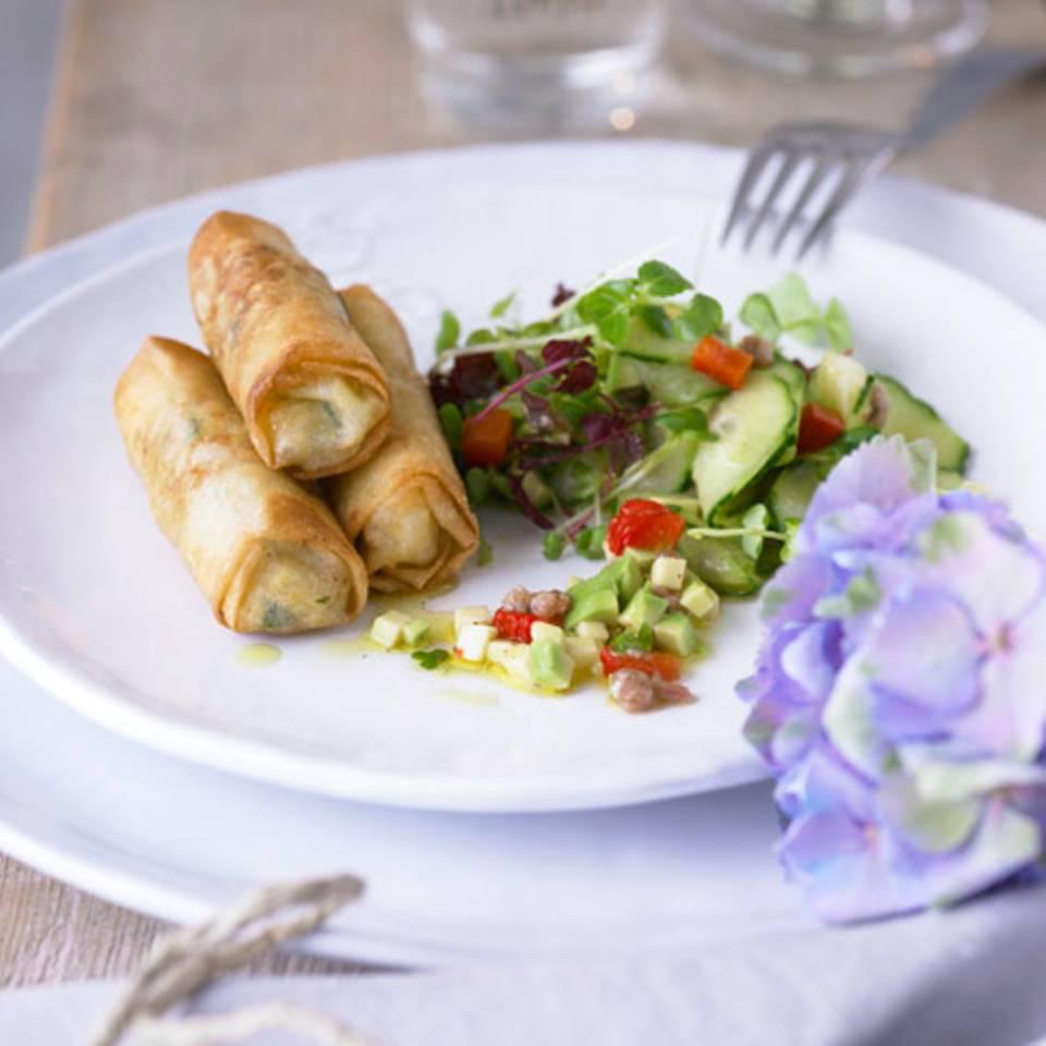 Babymais-Garnelen-Frühlingsrollen mit Kresse-Avocado-Salat Rezept