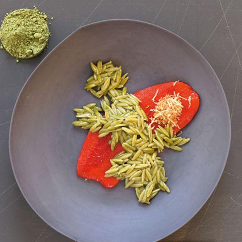 Tee-Nudeln mit gerösteter Paprika