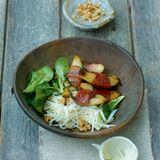 Birnen im Speckmantel mit Sellerie- und Feldsalat