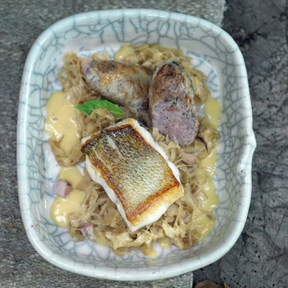 Sauerkraut mit Zander und Fenchelbratwurst