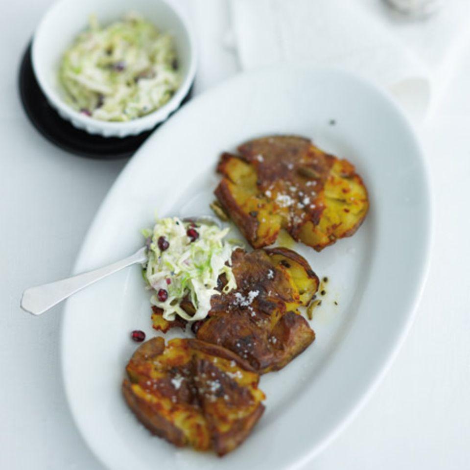 Sesam-Coleslaw mit Granatapfelkernen