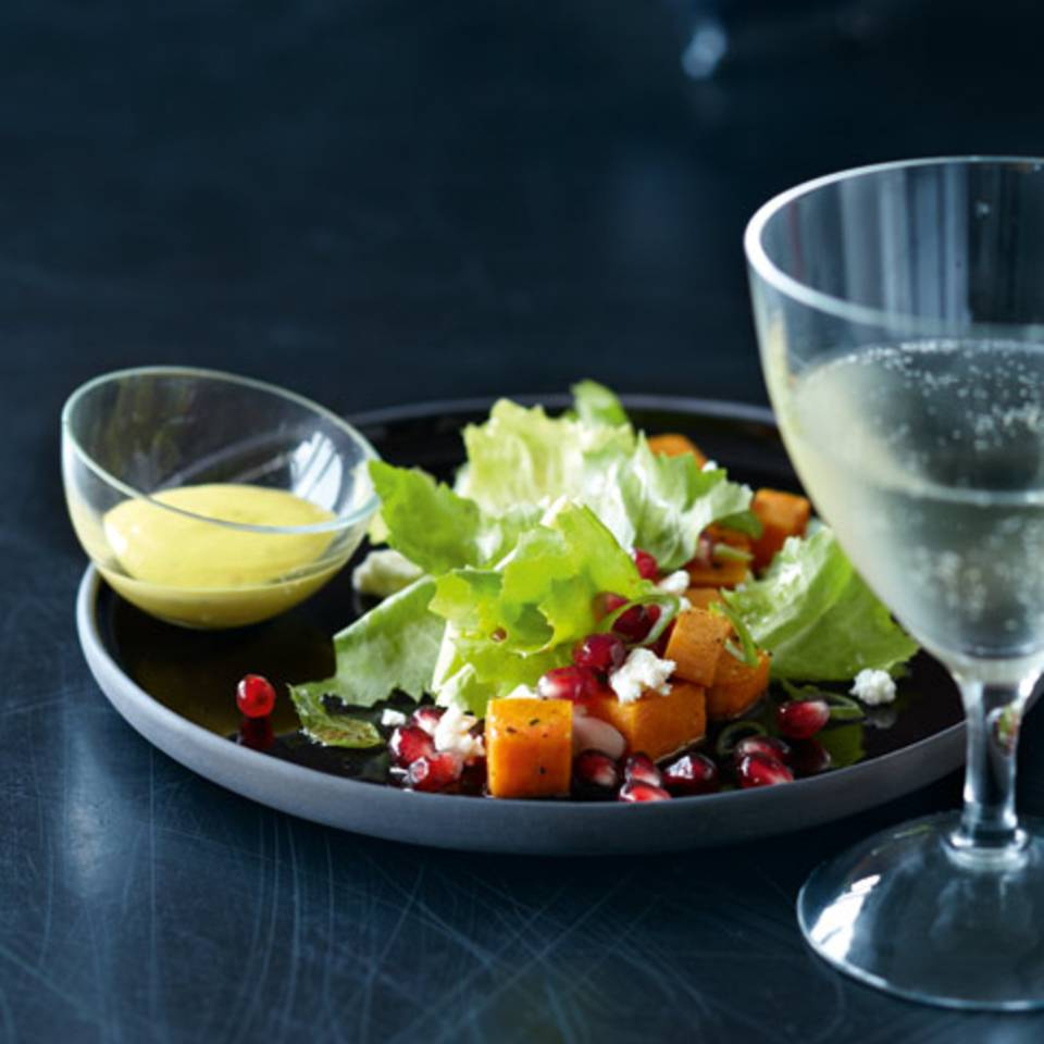 Endivien-Granatapfel-Salat mit Sesam-Dip Rezept