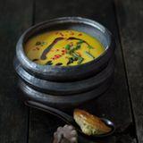 Kartoffel-Kürbis-Suppe mit gefüllten Blätterteigtaschen