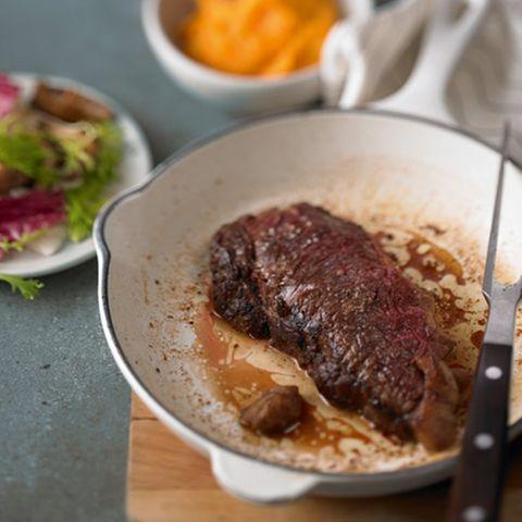 Bisonsteaks mit scharf-süßem Püree und Wintersalat