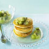 Kokos-Pancakes mit Kiwisalat