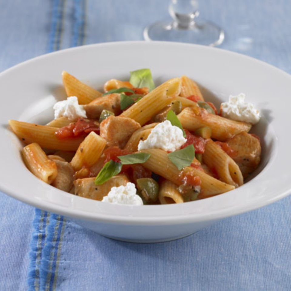 Penne mit Tomaten-Ricotta-Sauce