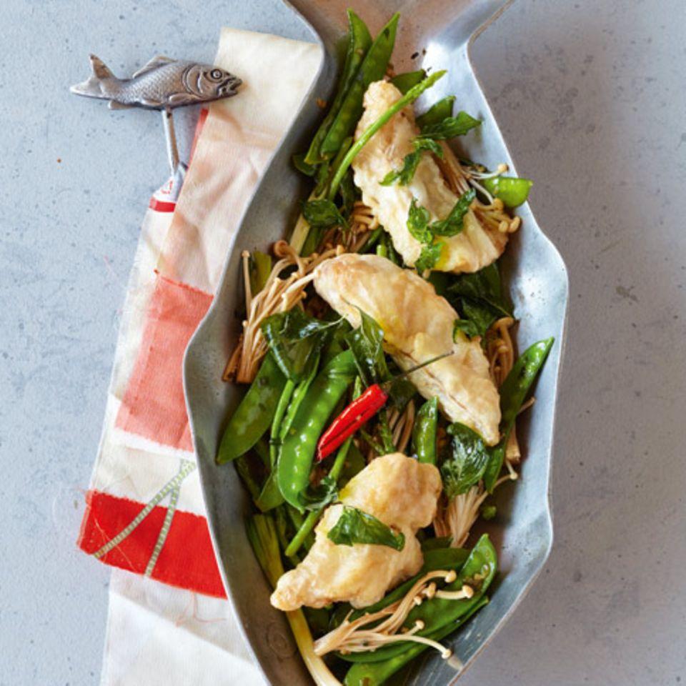 Thai-Backfisch mit Zuckerschoten und Pilzen