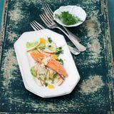 Geräucherter Saibling mit Apfel-Gurken-Salat