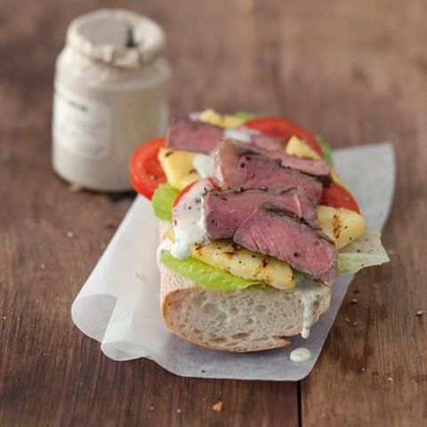 Baguette mit Pfeffersteak und Limetten-Mayonnaise