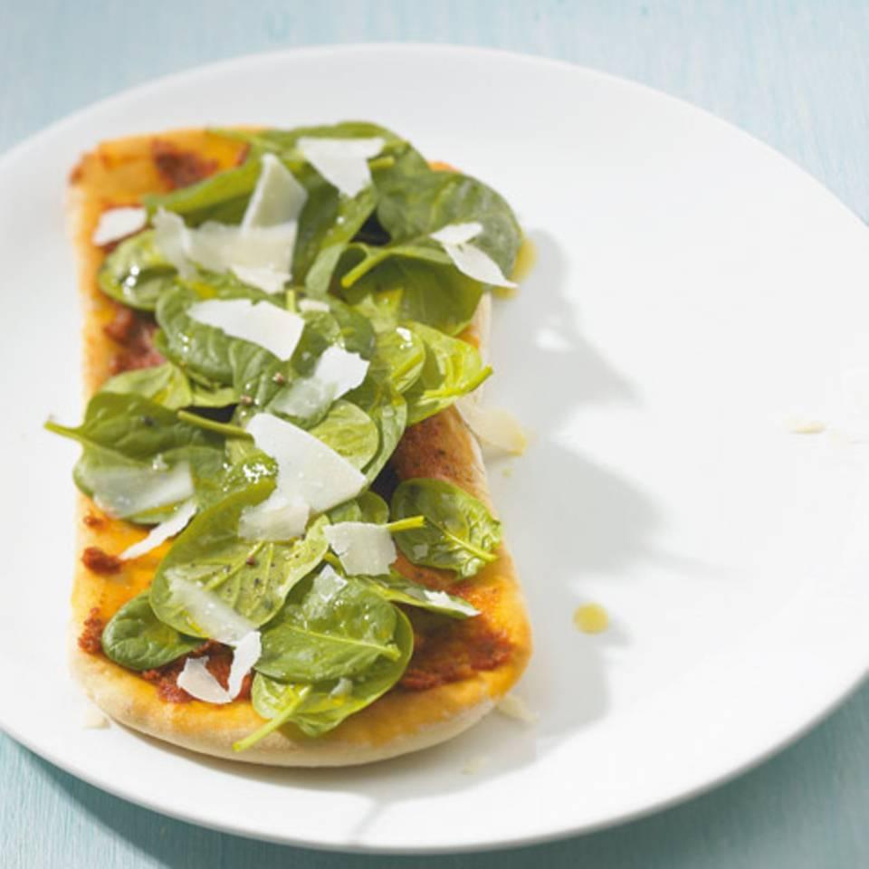 Tomatenfladen mit Spinatsalat Rezept