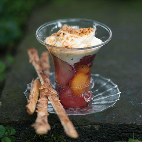 Glasierte Pfirsiche mit Lorbeerzucker und Joghurt