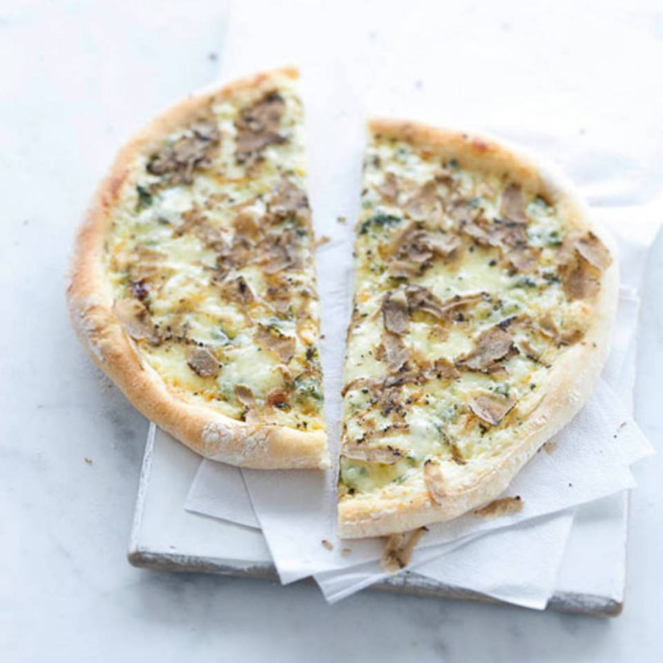Pizza mit Fontina und Trüffel Rezept