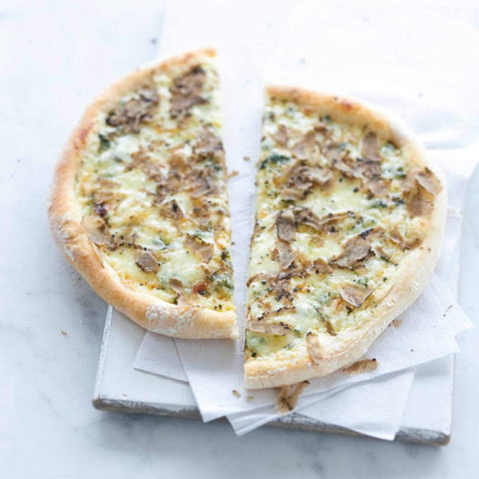 Pizza mit Fontina und Trüffel
