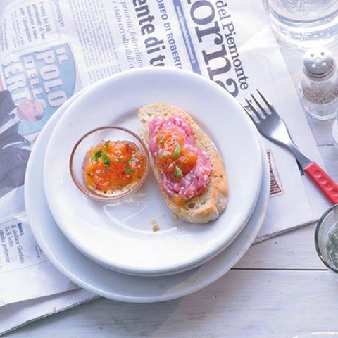 Bruschette mit Melonen-Chutney und Mett