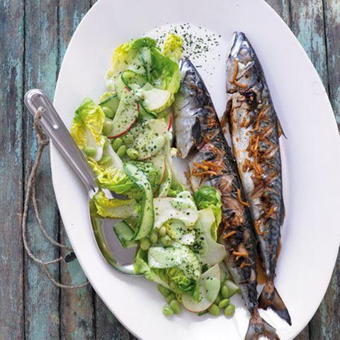 Gegrillte Makrelen mit Gurken-Edamame-Salat