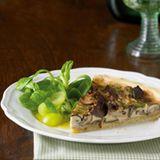 Pilztarte mit Feldsalat