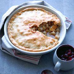 Winterwurzel-Pie mit Cranberry-Sauce