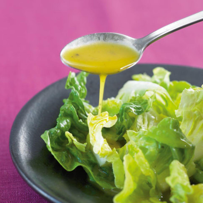 Salat mit Honig-Senf-Dressing