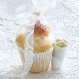Marzipan-Vanille-Brioches mit Kürbiskernbutter