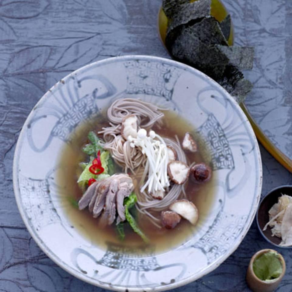 Enten-Eintopf mit Sobanudeln und Wirsing Rezept