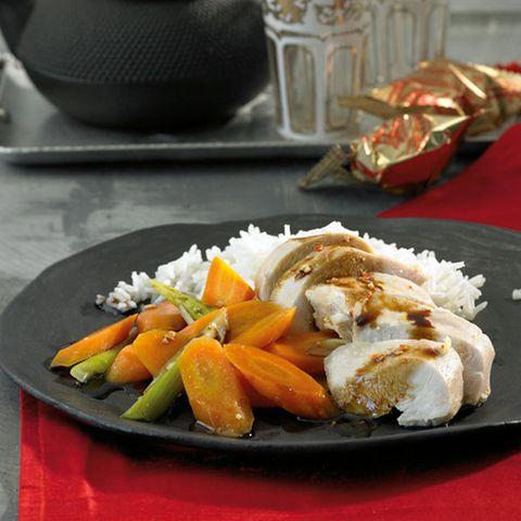 Gedämpfte Hähnchenbrust mit Gemüse