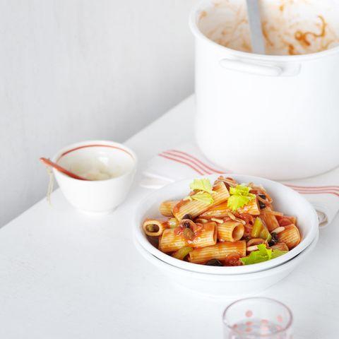 Rigatoni mit scharfer Tomatensauce