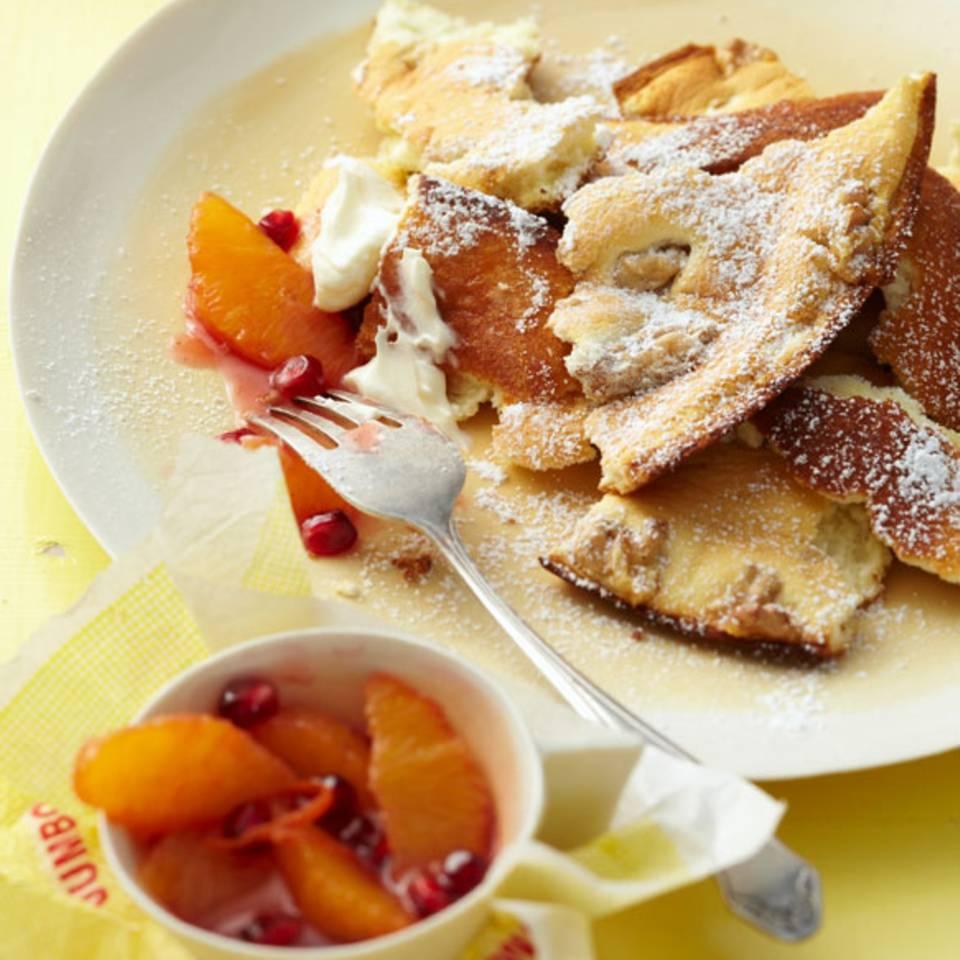 Kaiserschmarren mit Apfelsinen-Granatapfel-Kompott Rezept