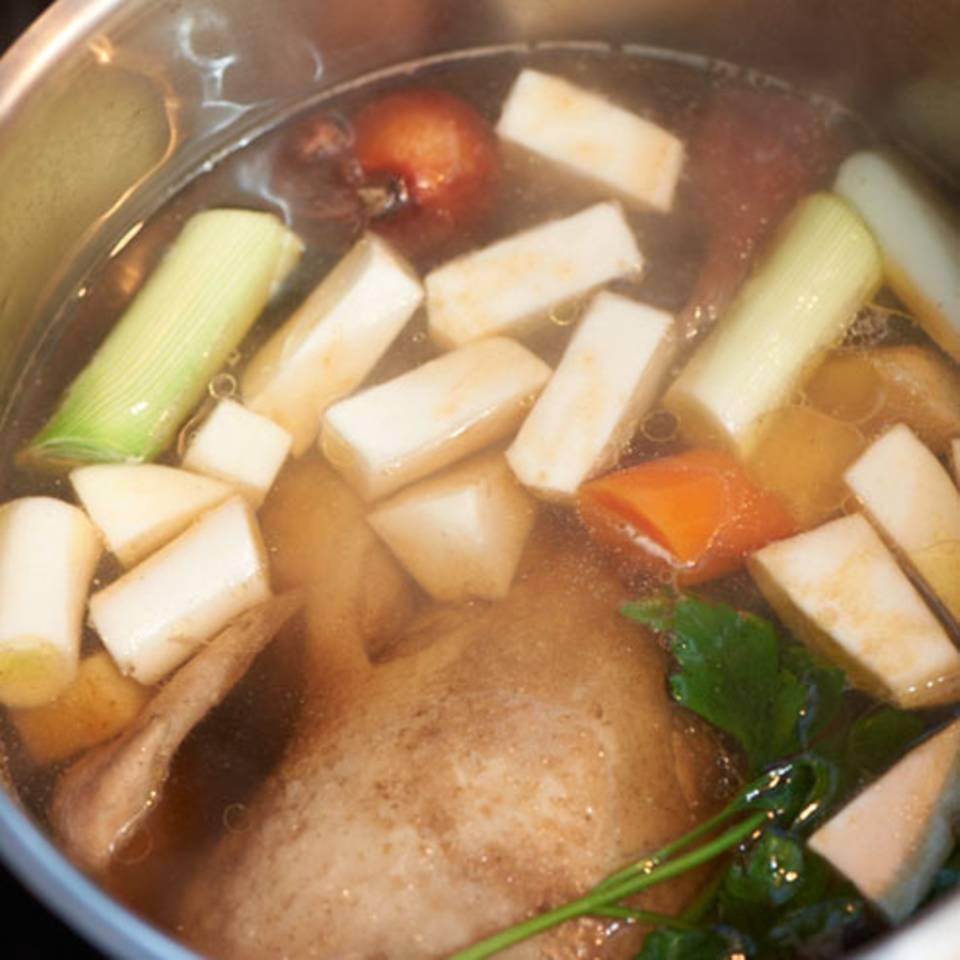 Grundrezept Hühnerbrühe Rezept