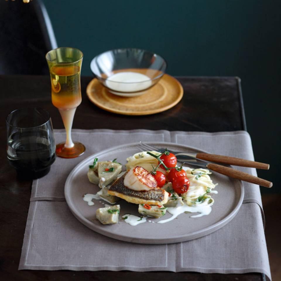 Spaghettini mit Specksauce, Artischocken und Dorade Rezept