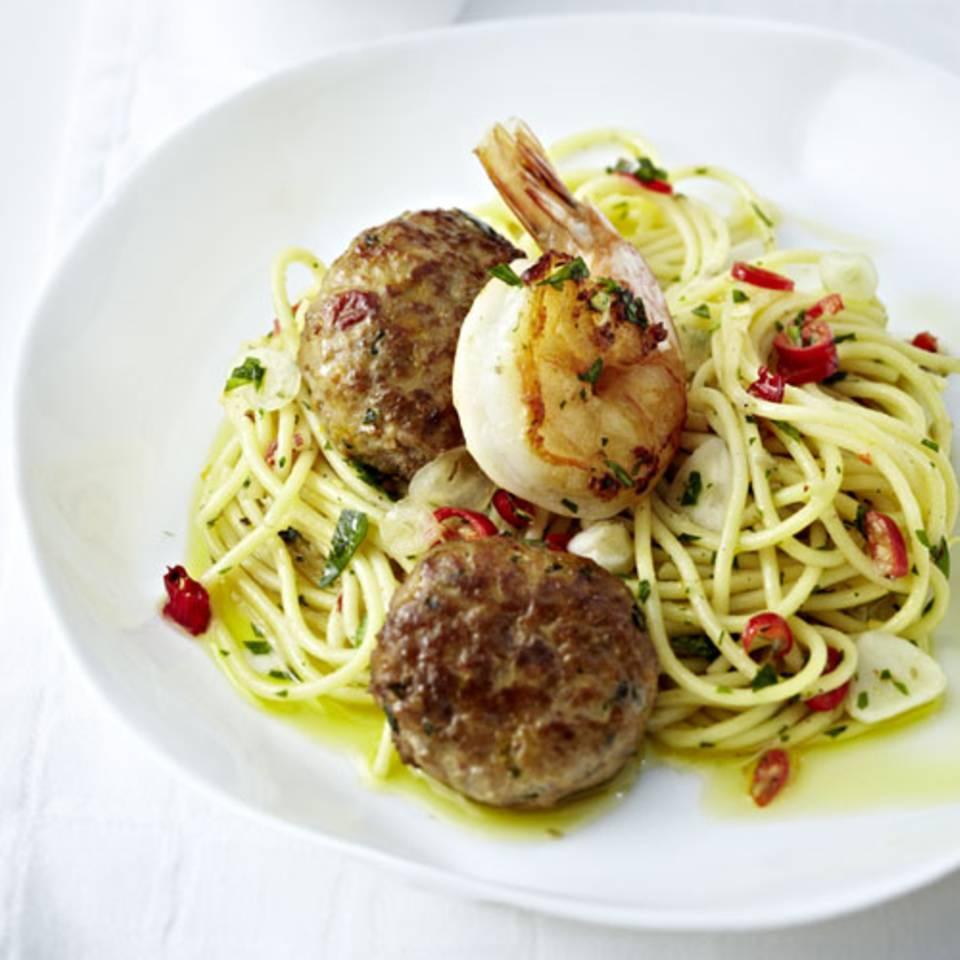 Spaghetti Aglio Olio mit Hack-Bällchen und Garnelen Rezept