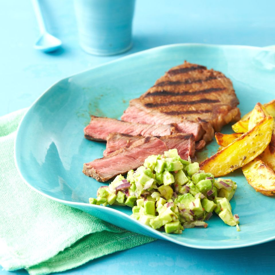 Rumpsteaks mit Avocado-Salsa