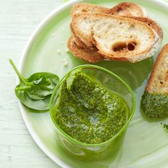 Crostini mit Spinat-Pesto