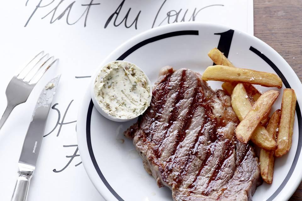 Steak frites mit Sardellenbutter Rezept