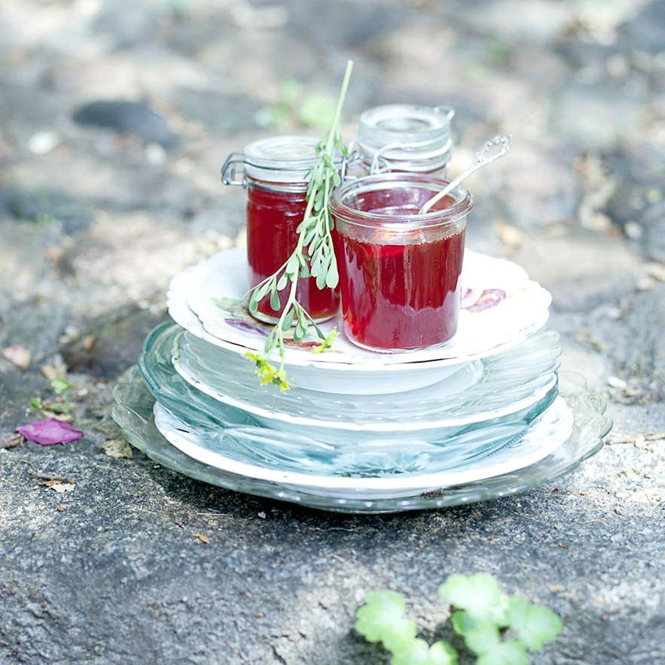 Erdbeer-Weinrauten-Gelee