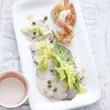 Kalbfleisch mit Thunfisch-Sauce und Garnelen