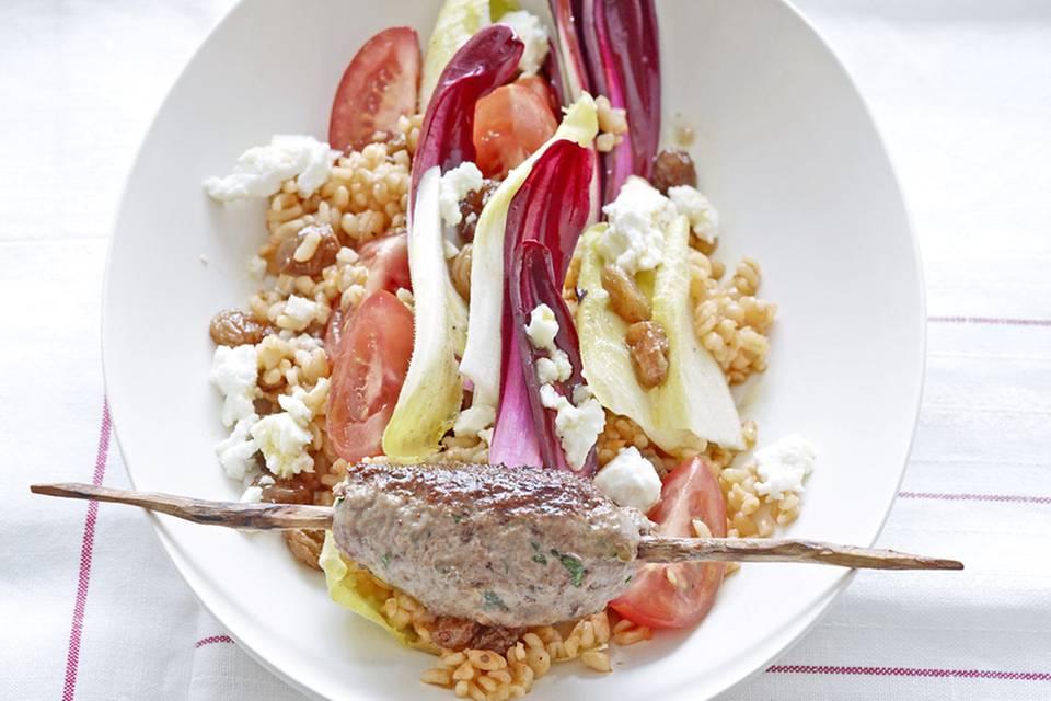 Bulgur-Salat mit Rinderhackspieß Rezept