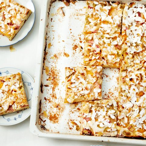 Aprikosen-Rhabarber-Kuchen vom Blech