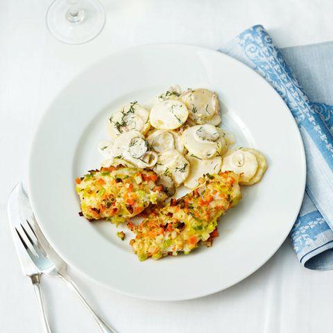 Kabeljau in Gemüsekruste mit Kartoffelsalat