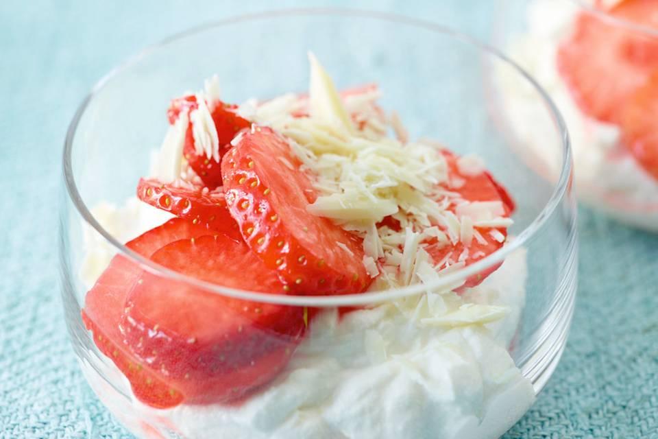Ricottasahne mit Erdbeeren Rezept