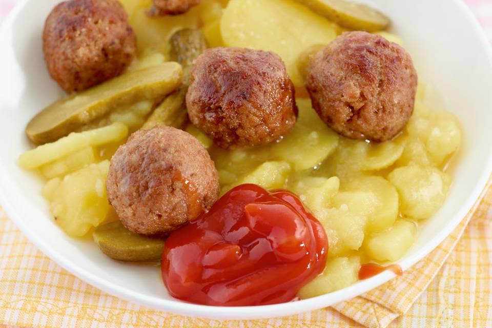 Kartoffelsalat mit Hackbällchen Rezept