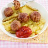 Kartoffelsalat mit Hackbällchen